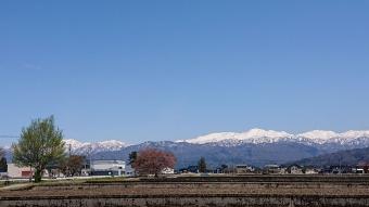 道の途中から見た立山連峰