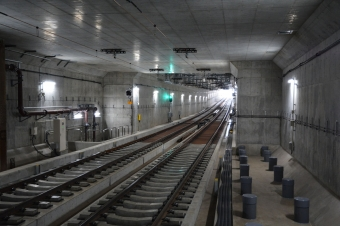 産業道路駅:下りホームの京急川崎側から