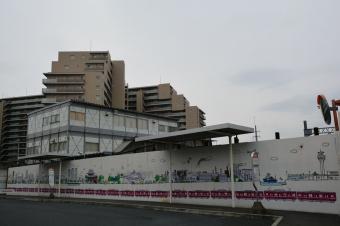 産業道路駅:踏切向こう側のバス乗り場