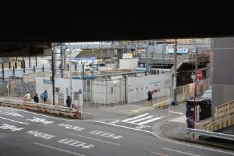 産業道路駅:産業道路を跨ぐ歩道橋から